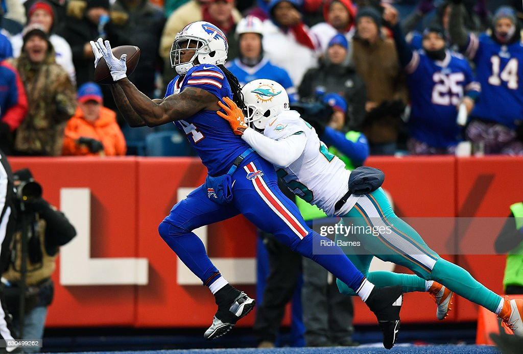 Sammy Watkins #14 of the Buffalo Bills makes a touchdown reception against the Miami Dolphins during the first half at New Era Stadium on December 24, 2016 in Orchard Park, New York.