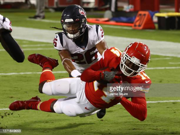Sammy Watkins of the Kansas City Chiefs dives for the end zone but comes up short as Vernon Hargreaves III tackles during the second quarter at...