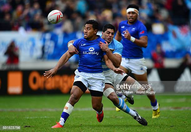 Samoa Toloa of Samoa is tackled by Axel Muller Aranda of Argentina during the Cup Semi Final match between Samoa and Argentina on day three of the...