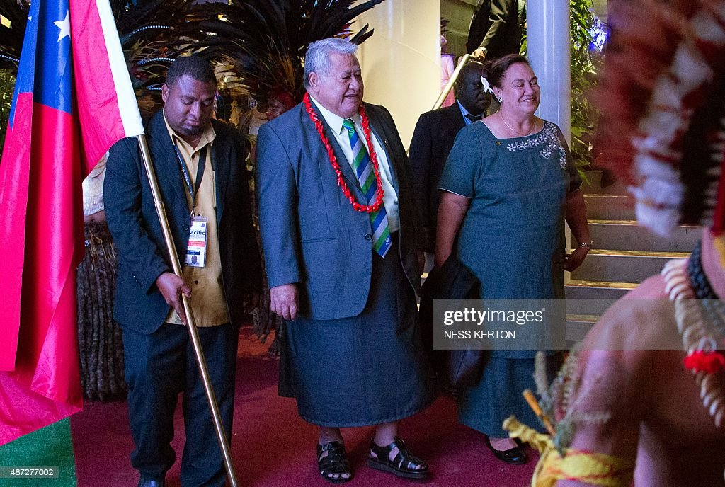 Samoa's Prime Minister Tuilaepa Aiono Sailele Malielegaoi (C) arrives for the official opening of the 46th Pacific Islands Forum (PIF) in Port Moresby on September 8, 2015. The 16-nation grouping consists mainly of small island nations, together with Australia and New Zealand, with the two developed nations being accused of dragging their feet on climate change. AFP PHOTO/Ness KERTON