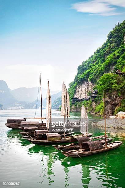 sampans on the yangtze river - yangtze river stock pictures, royalty-free photos & images