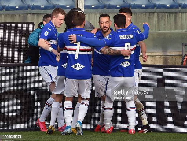 Sampdoria players celebrate with Fabio Quagliarella after penalty during the Serie A match between UC Sampdoria and Hellas Verona at Stadio Luigi...