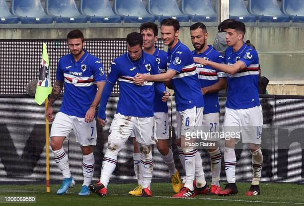 Sampdoria players celebrate with Fabio Quagliarella after penalty during the Serie A match between UC Sampdoria and Hellas Verona at Stadio Luigi...