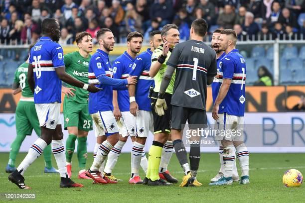 Sampdoria players protest to referee Irrati during the Serie A match between UC Sampdoria and ACF Fiorentina at Stadio Luigi Ferraris on February 16...