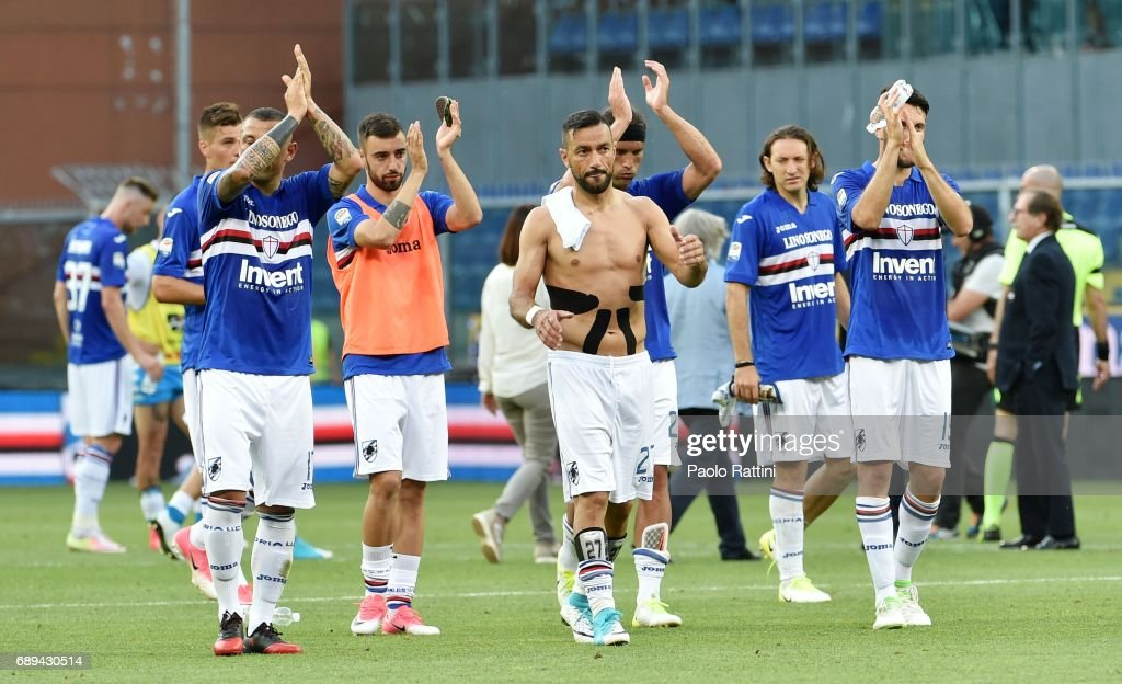 Sampdoria players salute the crowd at the end of Serie A match between UC Sampdoria and SSC Napoli at Stadio Luigi Ferraris on May 28, 2017 in Genoa, Italy.