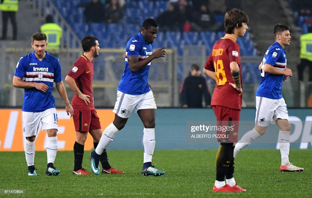Sampdoria's Colombian forward Duvan Zapata (C) celebrates after scoring a goal during the Italian Serie A football match Roma vs Sampdoria on January 28, 2018 at Olympic stadium in Rome. /