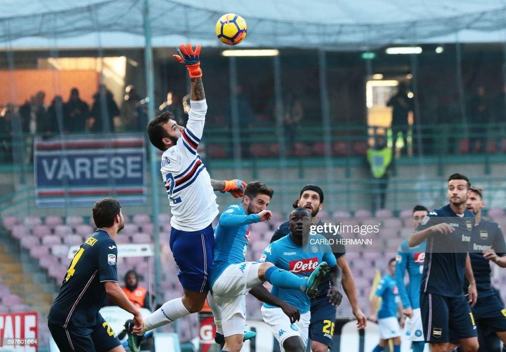 Sampdoria's Italian goalkeeper Emiliano Viviano (2nd L) deflects the ball during the Italian Serie A football match SSC Napoli vs UC Sampdoria on December 23 2017, at the San Paolo Stadium in Naples. /