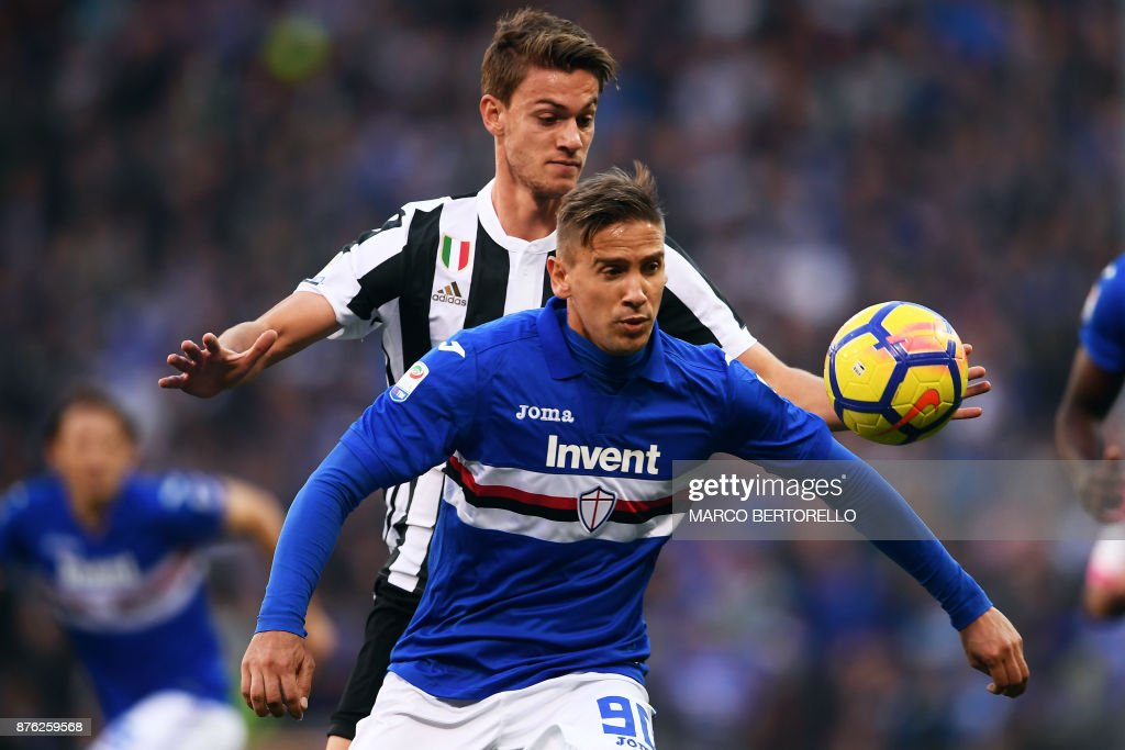 Sampdoria's midfielder Gaston Ramirez from Colombia (L) fights for the ball with Juventus' defender Daniele Rugani during the Italian Serie A football match Sampdoria Vs Juventus on November 19, 2017 at the 'Luigi Ferraris' Stadium in Genoa. Sampdoria won 3-2. /