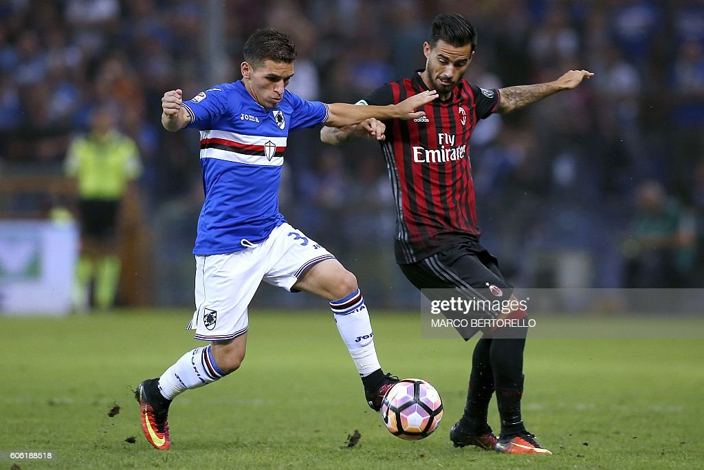 Sampdoria's Uruguayan midfielder Lucas Torreira (L) vies for the ball with AC Milan's Spanish midfielder Suso during the Italian Serie A football match Sampdoria vs AC Milan on September 16, 2016 at the Luigi Ferraris Stadium in Genoa. / AFP / MARCO