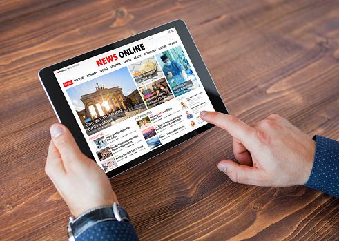 Sample online news website on tablet 1049719114