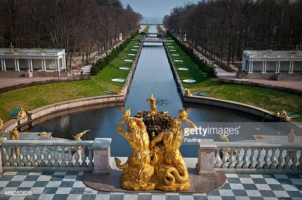 samson fountain and sea channel peterhof russia - groot paleis peterhof stockfoto's en -beelden