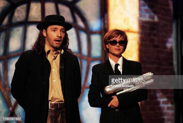 Samstag Nacht, Comedyshow, Deutschland 1993 - 1998, Darsteller: Mark Weigel und Christina Plate in einem MIB-Sketch.
