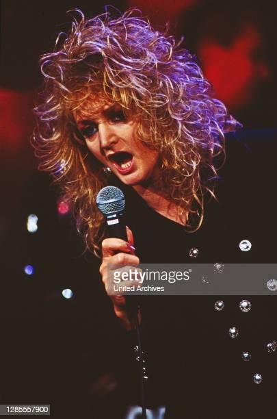 Samstag Nacht, Comedyshow, Deutschland 1993 - 1998, Stargast: britische Rock- und Popsängerin Bonnie Tyler.