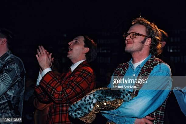 """Samstag Nacht TV-Comedy Show 1995 - Aufzeichnung der 50 Ausgabe von """"RTL Samstag Nacht"""" in den MMC Studios in Hürth. Olli Dittrich mit Stefan Raab."""