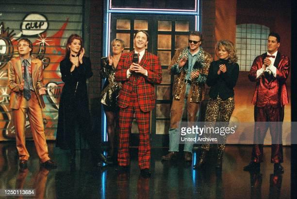 """Samstag Nacht TV-Comedy Show 1995 - Aufzeichnung der 50 Ausgabe von """"RTL Samstag Nacht"""" in den MMC Studios in Hürth. Im Bild: Wigald Boning, Esther..."""