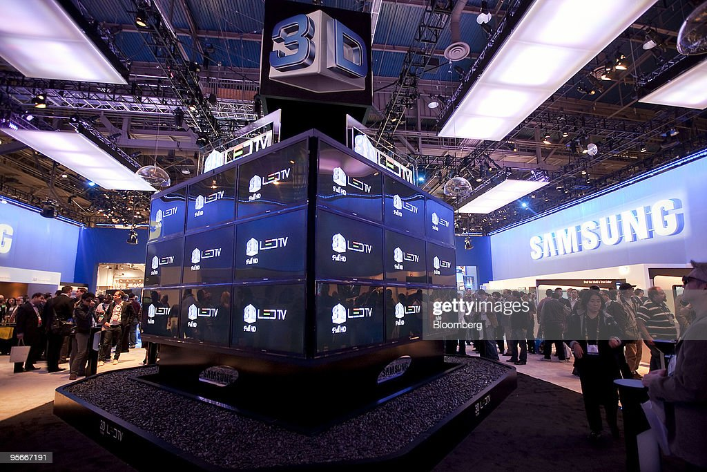 Samsung Electronics Co. 3-D LED televisions sit on display during the 2010 International Consumer Electronics Show (CES) in Las Vegas, Nevada, U.S., on Friday, Jan. 8, 2010. 20,000 new technologies will debut at CES, which runs through Jan. 11 and is expected to see at least 113,000 attendees and 2,500 exhibitors, the Consumer Electronics Association said. Photographer: Daniel Acker/Bloomberg via Getty Images