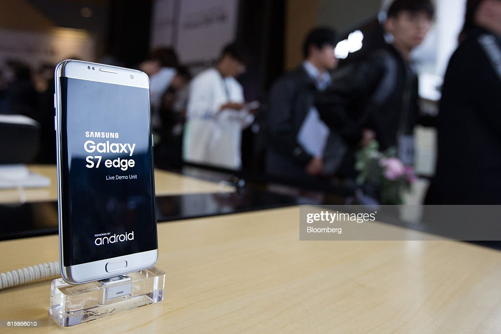 A Samsung Electronics Co Galaxy S7 Edge Smartphone Stands On Display As Customers Wait In