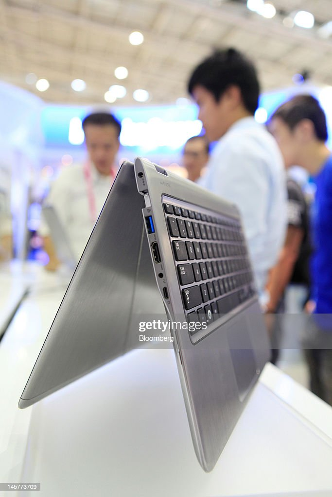A Samsung Electronics Co. Series 5 laptop computer is displayed at the Samsung booth at the Computex Taipei 2012 expo in Taipei, Taiwan, on Tuesday, June 5, 2012. Computex Taipei 2012 takes place from June 5 to June 9. Photographer: Ashley Pon/Bloomberg via Getty Images