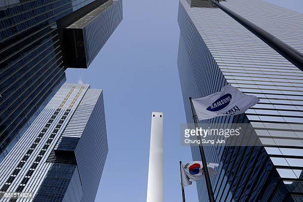Samsung flag flies outside the company's headquarters on January 12 2017 in Seoul South Korea The independent counsel team investigating the peddling...