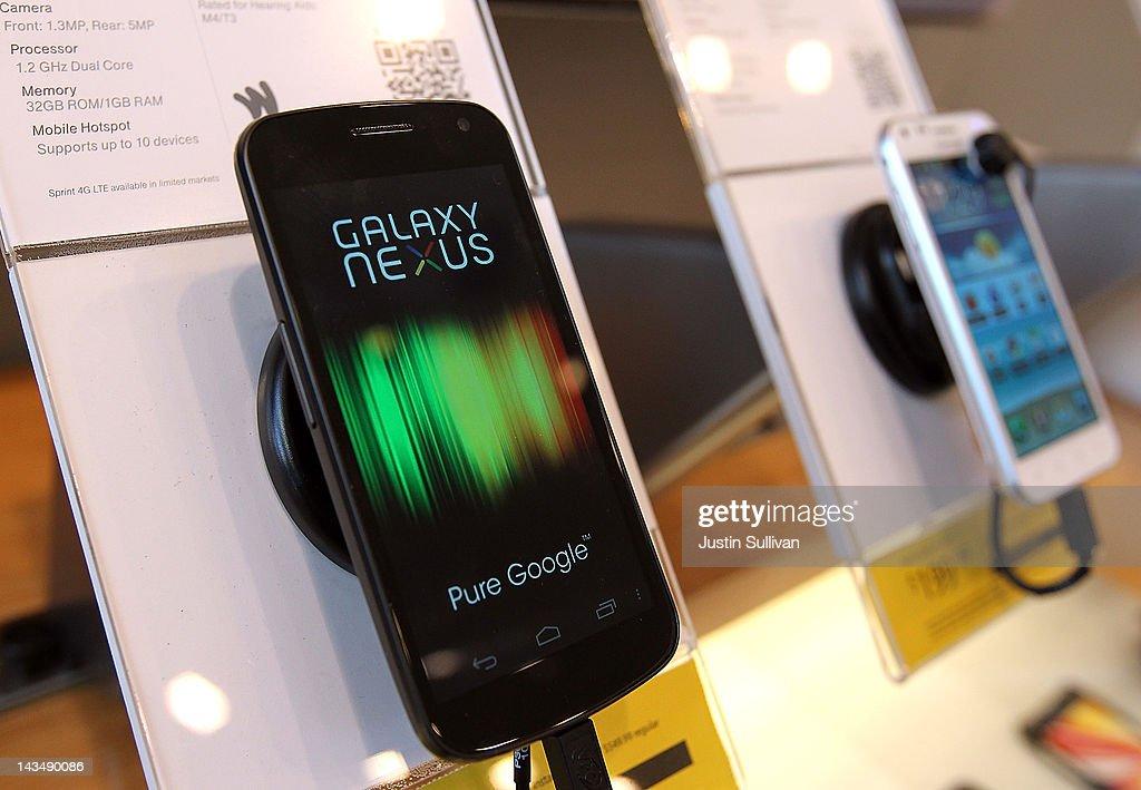 Samsung Profits Surge Amid Strong Mobile Phone Sales : News Photo