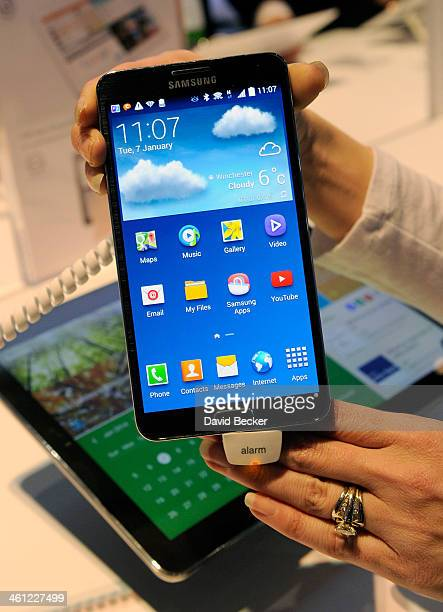 Samsung Galaxy Note 3 is on display at the Samsung booth at the 2014 International CES at the Las Vegas Convention Center on January 7 2014 in Las...