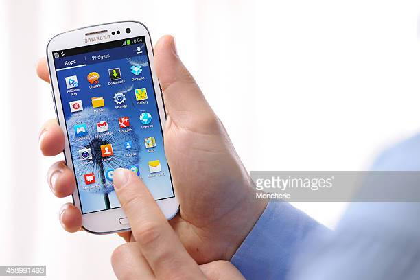 samsung galaxy s iii - samsung galaxy s stock pictures, royalty-free photos & images