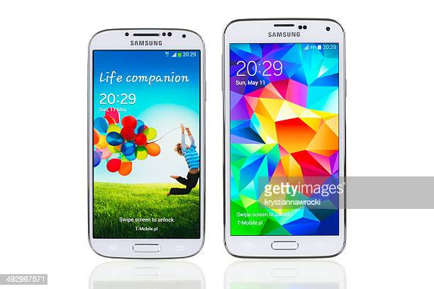 samsung galaxy s4 and s5 - samsung galaxy s4 stock pictures, royalty-free photos & images
