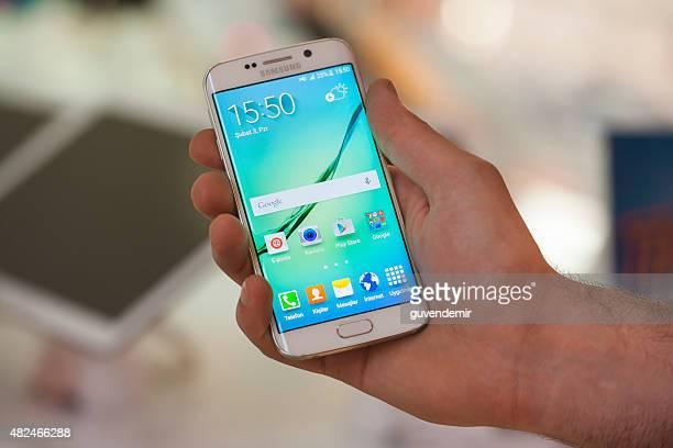 Samsung Galaxy S 6 エッジを手に