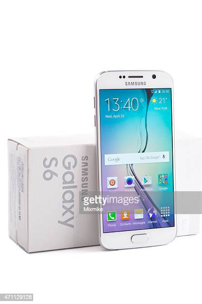 samsung galaxy s6 leaned on it's box - samsung galaxy s stock pictures, royalty-free photos & images