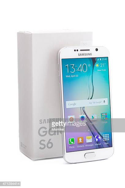 Samsung Galaxy S6 leaned on it's box