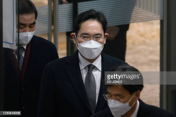 Samsung heir Lee Jae-yong arrives at court in Seoul on Janaury 18, 2021. - The de facto chief of South Korea's Samsung business empire was convicted...