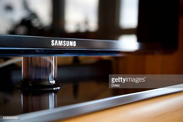 samsung led tv - liquid crystal display stock pictures, royalty-free photos & images