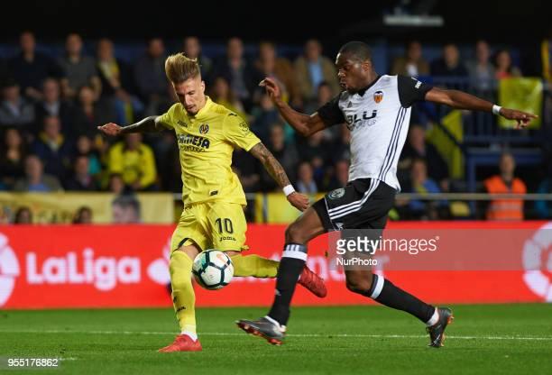 Samu Castillejo of Villarreal CF and Geoffrey Kondogbia of Valencia CF during the La Liga match between Villarreal CF and Valencia CF at La Ceramica...