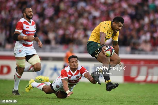 Samu Kerevi of the Wallabies makes a break to score a try during the international match between Japan and Australia at Nissan Stadium on November 4...