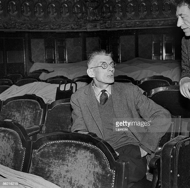 'Samuel Beckett being at a rehearsal of 'Waiting for Godot' of Samuel Beckett Production JeanMarie Serreau Paris theatre of Odeon 1961