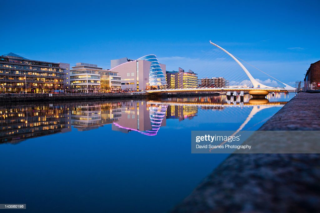 Samuel Beckett bridge at dusk : Stock Photo