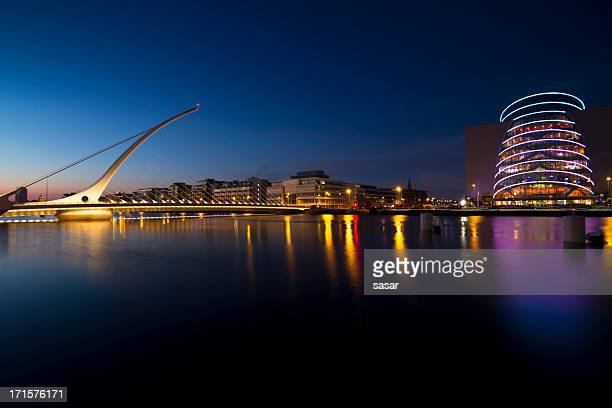 samuel beckett bridge at night - dublin stock pictures, royalty-free photos & images
