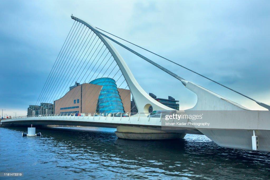 Samuel Beckett Bridge, Dublin : ストックフォト