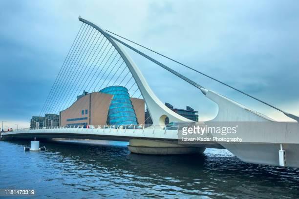 samuel beckett bridge, dublin - ユーロ圏 ストックフォトと画像