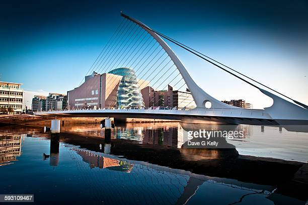 samuel beckett bridge, dublin - dublin stock pictures, royalty-free photos & images