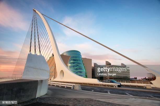 samuel beckett bridge ii - dublin república da irlanda - fotografias e filmes do acervo