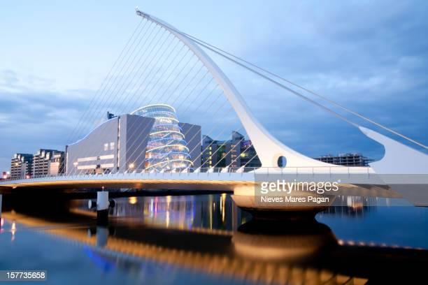 samuel beckett bridge - dublin república da irlanda - fotografias e filmes do acervo
