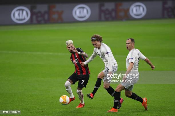 Samuel Castillejo of AC Milan battles for possession with Matej Hanousek and David Lischka of Sparta Praha during the UEFA Europa League Group H...