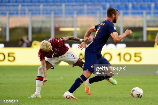 Samuel Castillejo of AC Milan competes for the ball with Bryan Cristante of AS Roma during the Serie A match between AC Milan and AS Roma at Stadio...