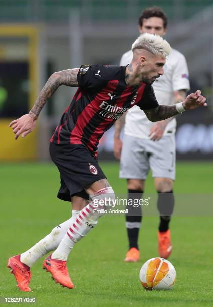Samuel Castillejo of AC Milan in action during the UEFA Europa League Group H stage match between AC Milan and AC Sparta Praha at San Siro Stadium on...