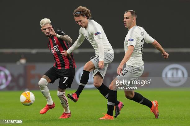 Samuel Castillejo of AC Milan is challenged by Matej Hanousek and David Lischka of AC Sparta Praha during the UEFA Europa League Group H stage match...