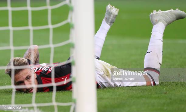 Samuel Castillejo of AC Milan reacts after missing a goal during the UEFA Europa League Group F match between AC Milan and Olympiacos at Stadio...