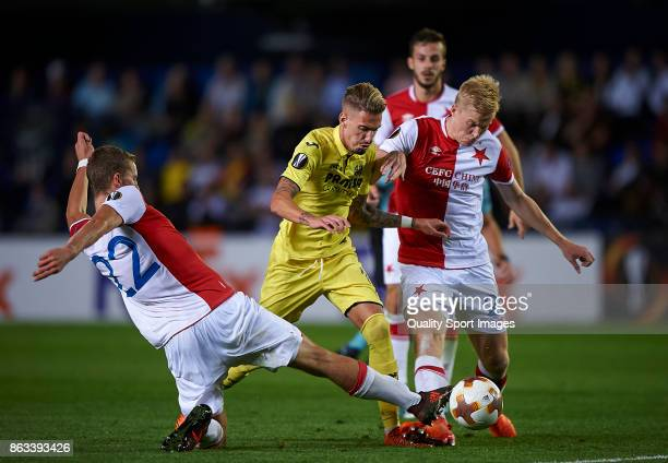 Samuel Castillejo of Villarreal competes for the ball with Tomas Soucek and Michal Frydrych of Slavia Praha during the UEFA Europa League group A...