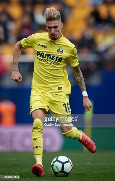 Samuel Castillejo of Villarreal in action during the La Liga match between Villarreal and Deportivo Alaves at Estadio de la Ceramica on February 10...