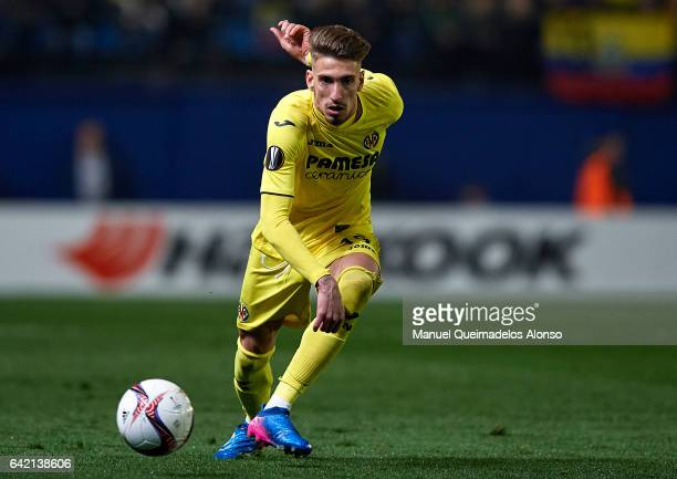 Samuel Castillejo of Villarreal in action during the UEFA Europa League Round of 32 first leg match between Villarreal CF and AS Roma at Estadio de...
